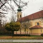 Jesen-v-parku-pri-kostole