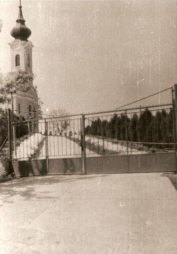 04 - Vstup do alejí ku kostolu, 1969