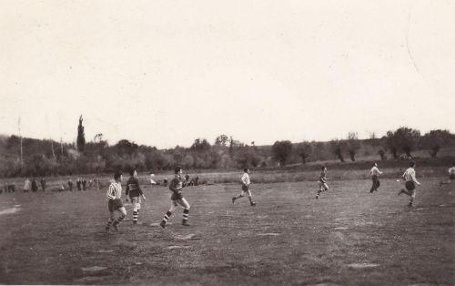 Futbalový zápas asi v roku 1962