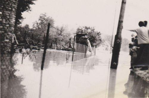 Potopa v obci, vyliate rybníky