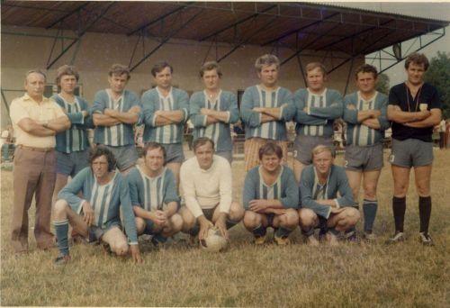 Futbalová reprezentácia obce v roku 1976