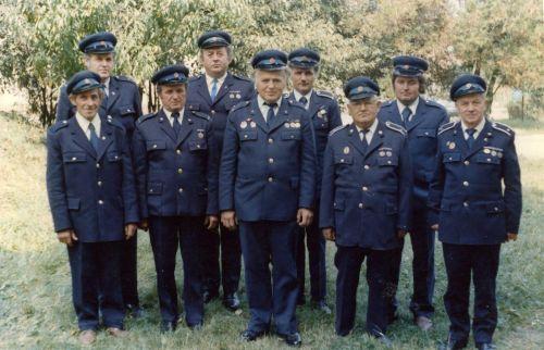 Požiarnici v slávnostných uniformách