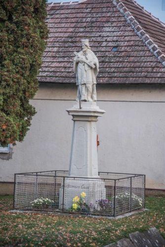 socha-sv.-jana-nepomuckeho-2