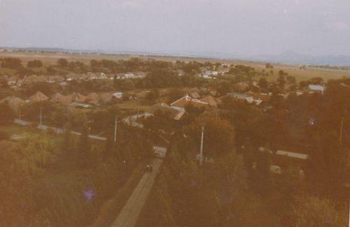 Výhľad z kostola na chodník